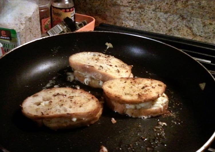 garlic grilled cheese