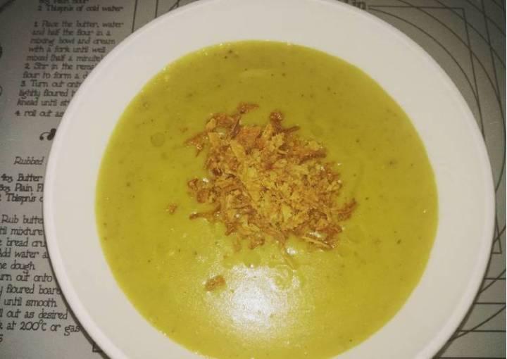 Smokey vegan pea and potato soup