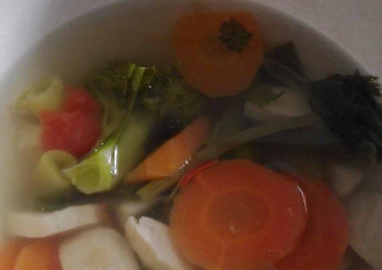 Sup bening brokoli bakso
