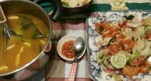 Tom yam Gung dan Salad ala thailand
