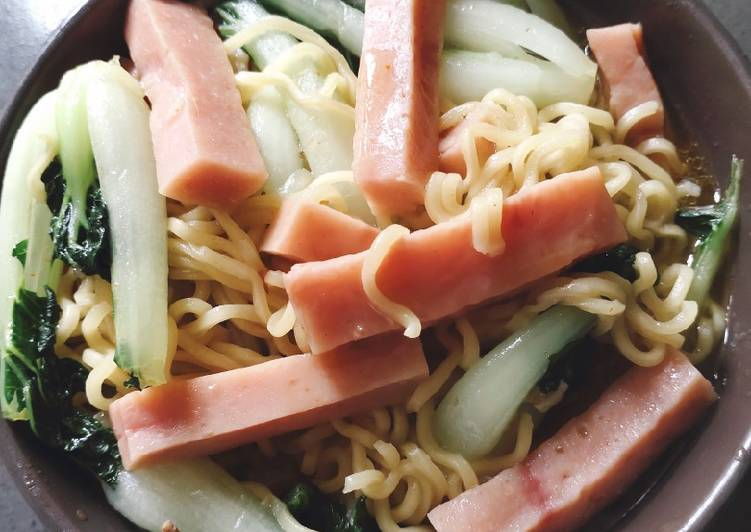 Noodle in Bakchoy and Ham