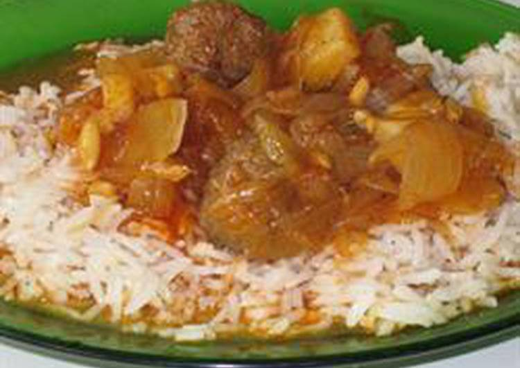 Meatballs and onions in tomato sauce - daoud basha