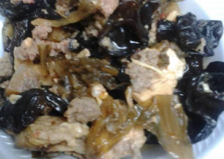 Hotpot spicy woodear chicken soup