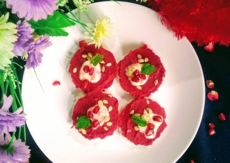 Beetroot hummus crostini