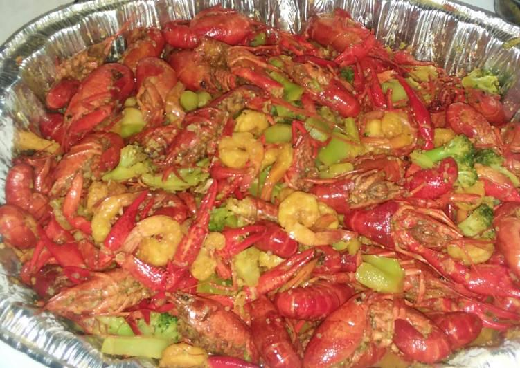 Crawfish,shrimp and broccoli crab boil