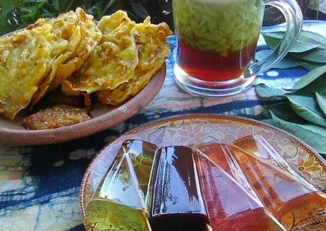 Tea time.es cendol,bakwan goreng dan agar2 tusuk