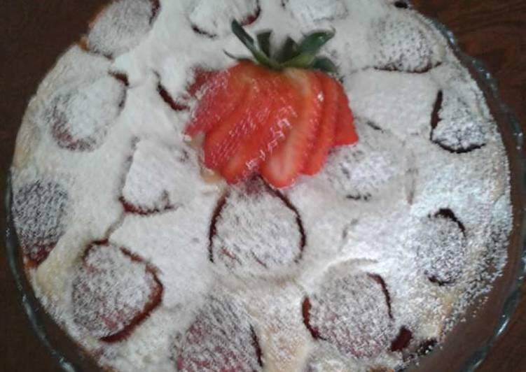 Easy Strawberry Cake w/Strawberry Sauce