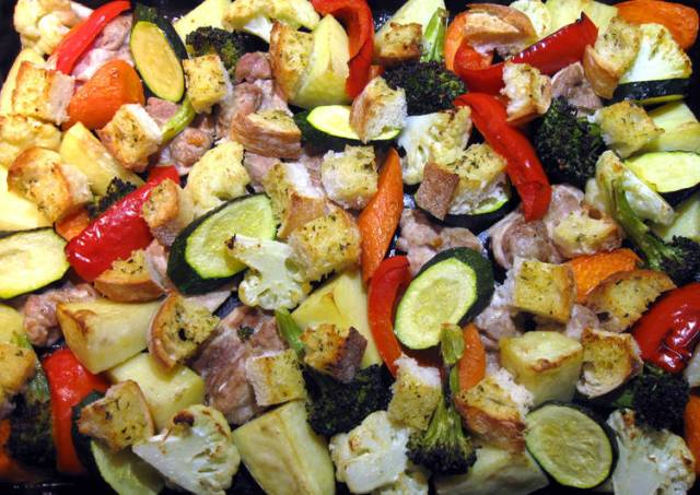 Chicken & Vegetables Tray Bake With Garlic Bread