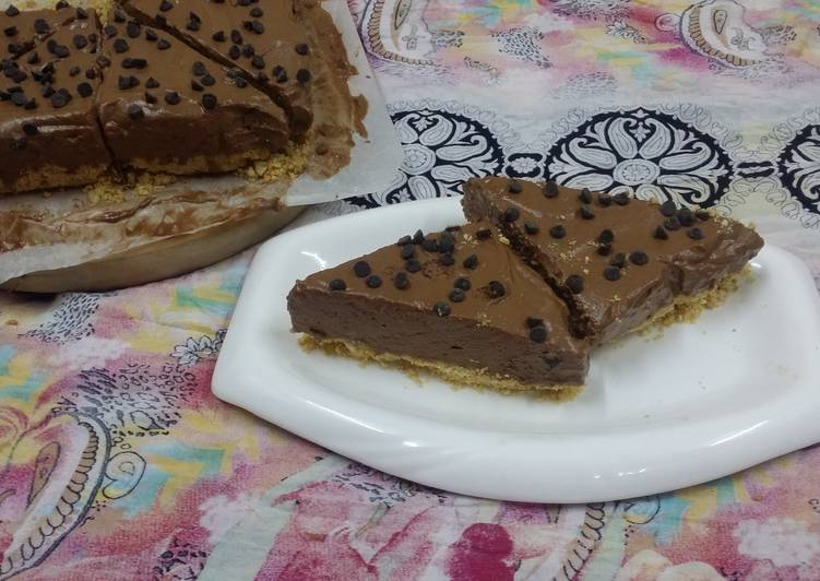 Fluffy Dark Chocolate No Bake Mousse Cake