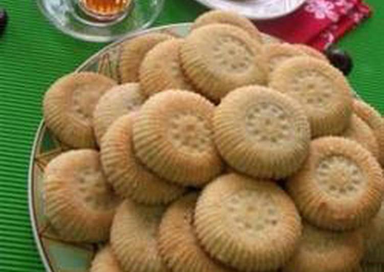 Date stuffed cookies - maamoul bi tamer