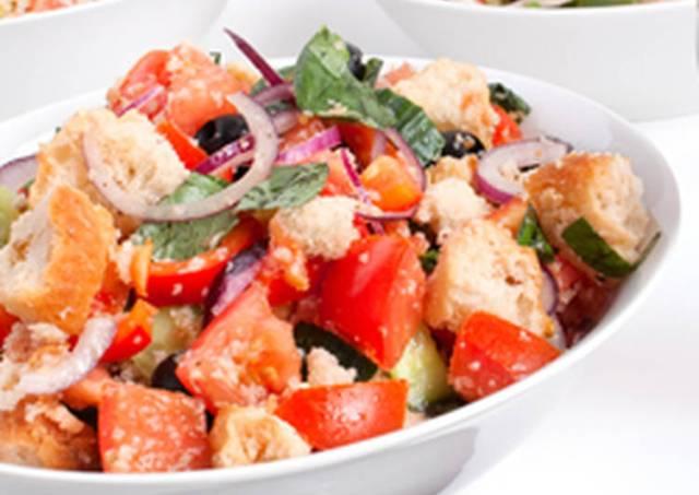 Italian Bread Salad: Panzanella
