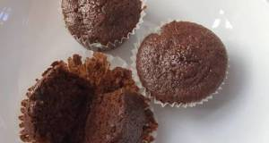 Quick And Moist Chocolate Cupcakes (Eggless)
