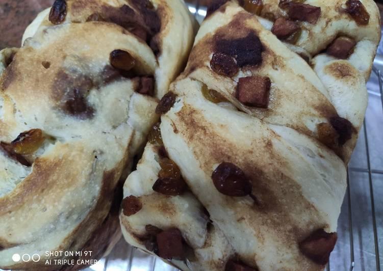 Apple cinnamon sour dough bread