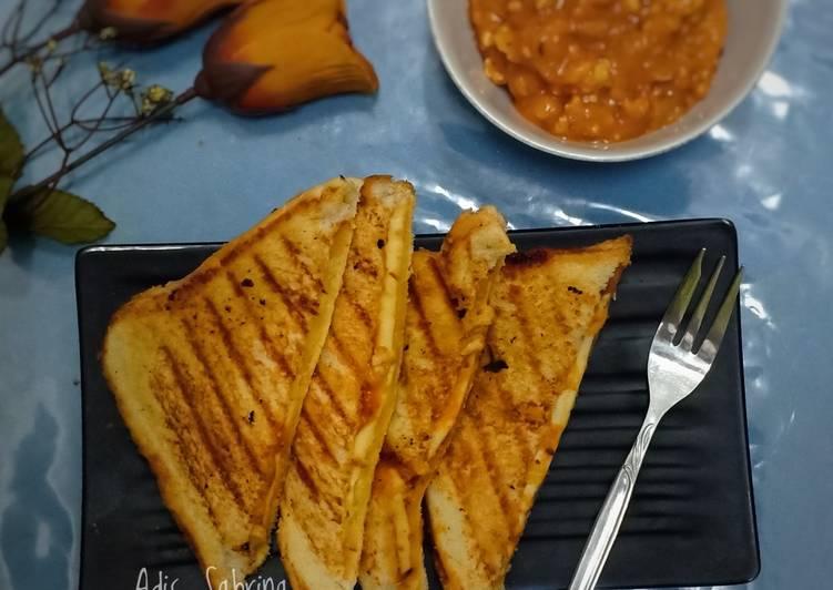 Melted sandwich chicken bolognaise