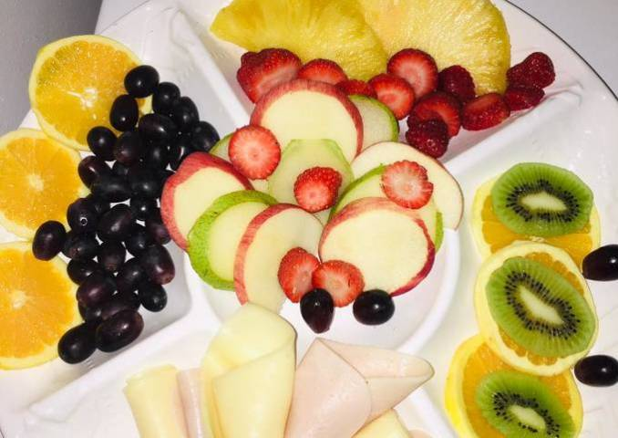 Ensalada de frutas 😋😋🍓🍇🥝🍍