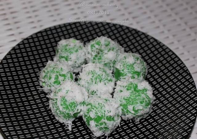 Klepon (Traditional Indonesian Kue)