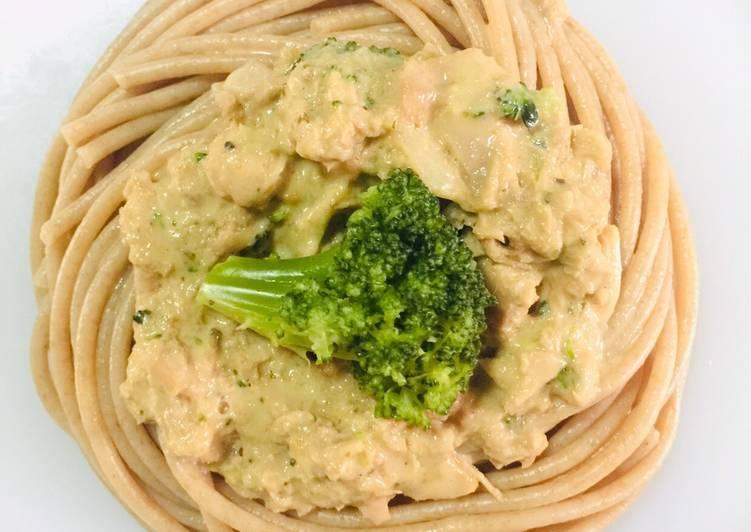Creamy Herb-Garlic Tuna & Broccoli Pasta