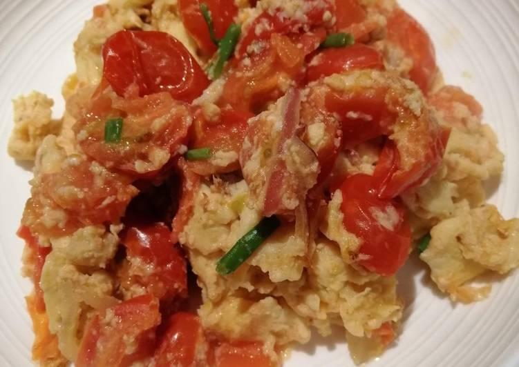Scrambled Eggs w/ Tomato