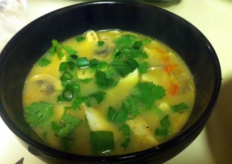 Tom Kha (Spicy Thai Coconut Chicken Soup)