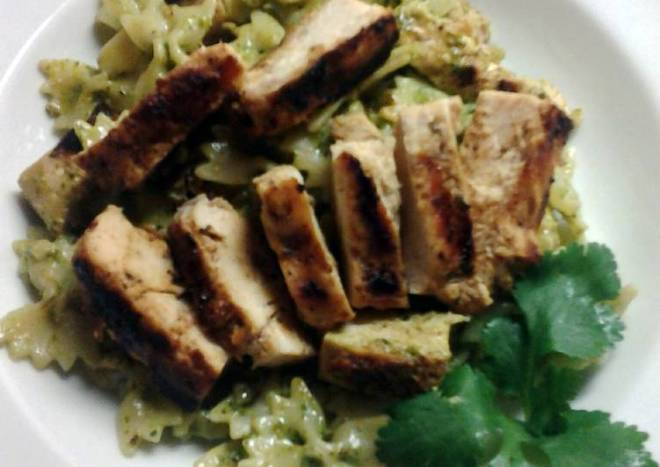 Cilantro Pesto Pasta with Grilled Chicken