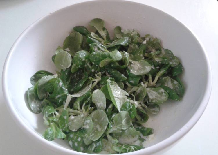 Watercress salad with yogurt dressing