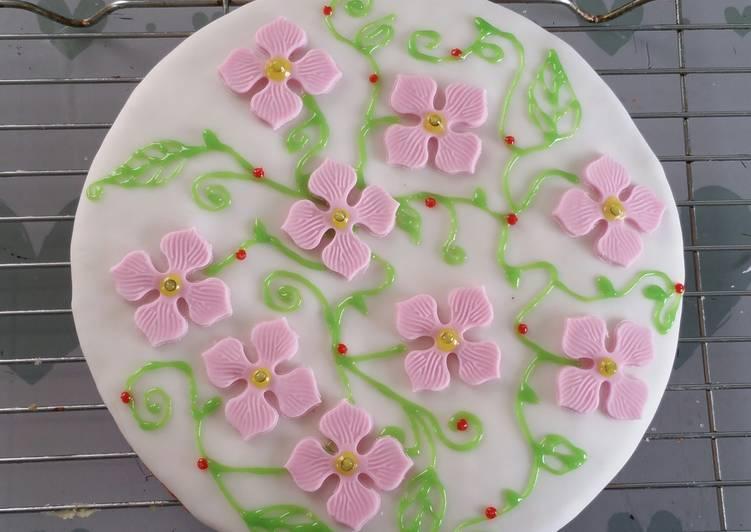 Chocolate & Vanilla Flower Cake