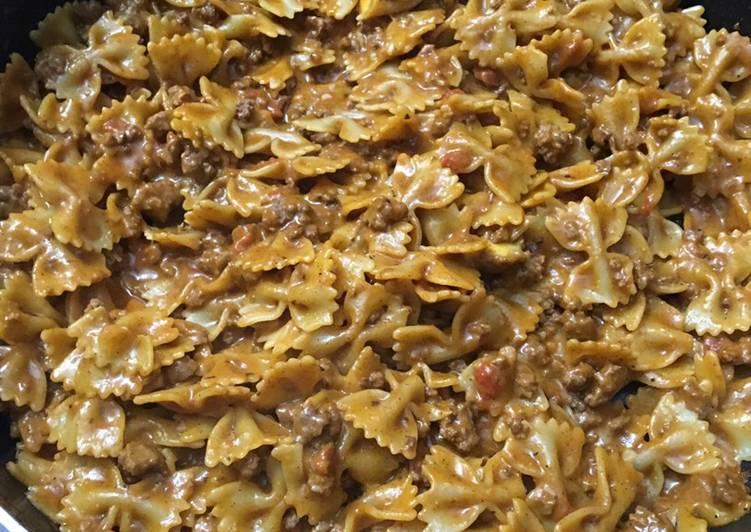 One pot beef taco pasta skillet