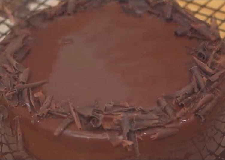 Chocolate cake (3 ingredients, no oven)