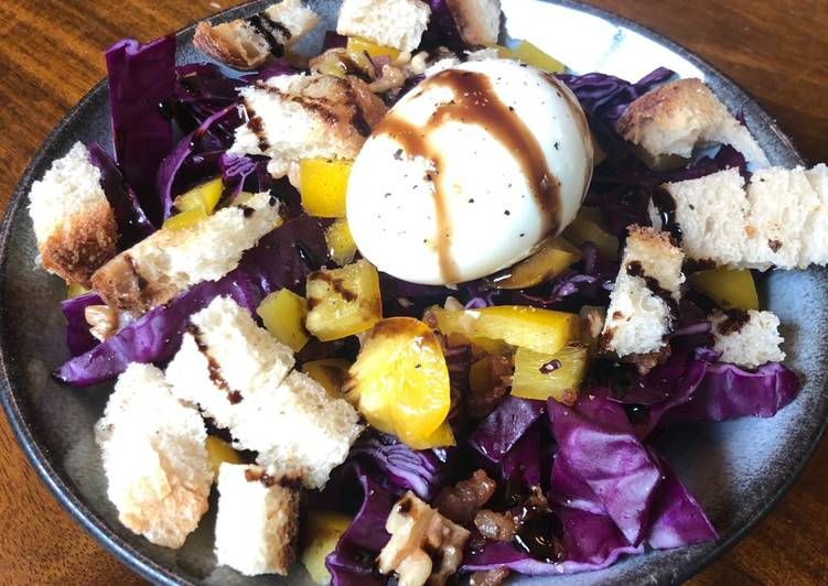 Red cabbage magic salad
