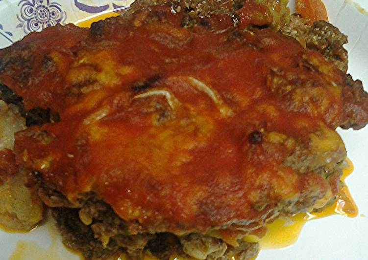 Vegetables and ground meat pie