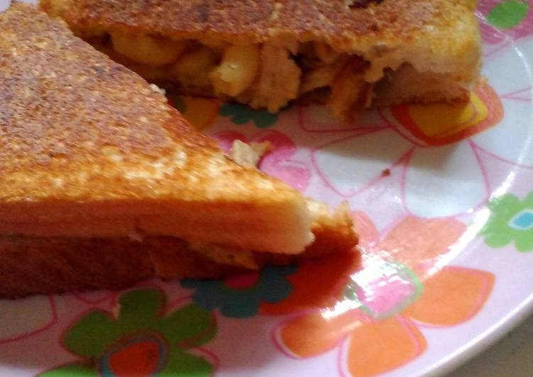 Grilled Mac n' Cheese w/ Chicken (leftover Easter dinner  solution)