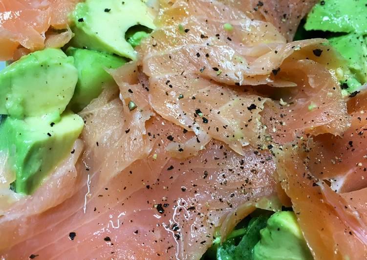 Keto Friendly Green salad with Smoked Salmon