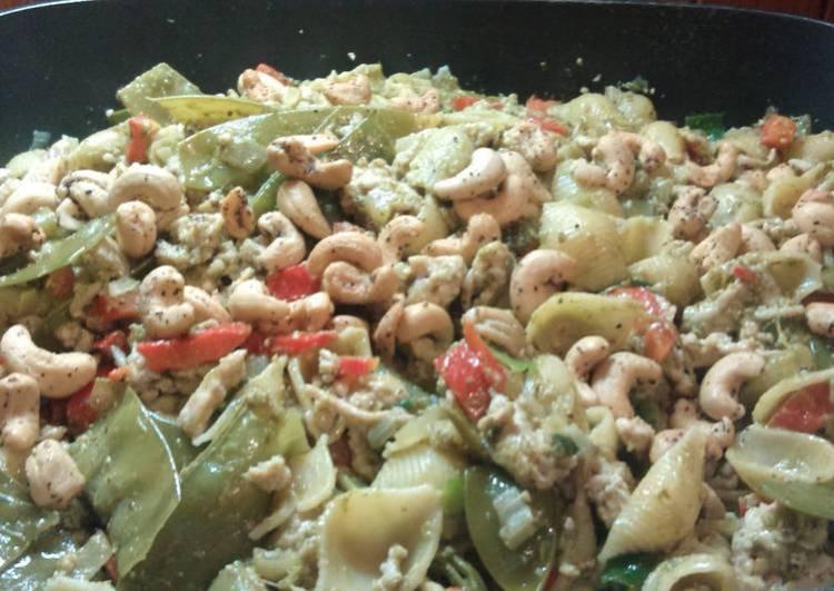 Chicken.pesto.pasta.with cashews and parmesan