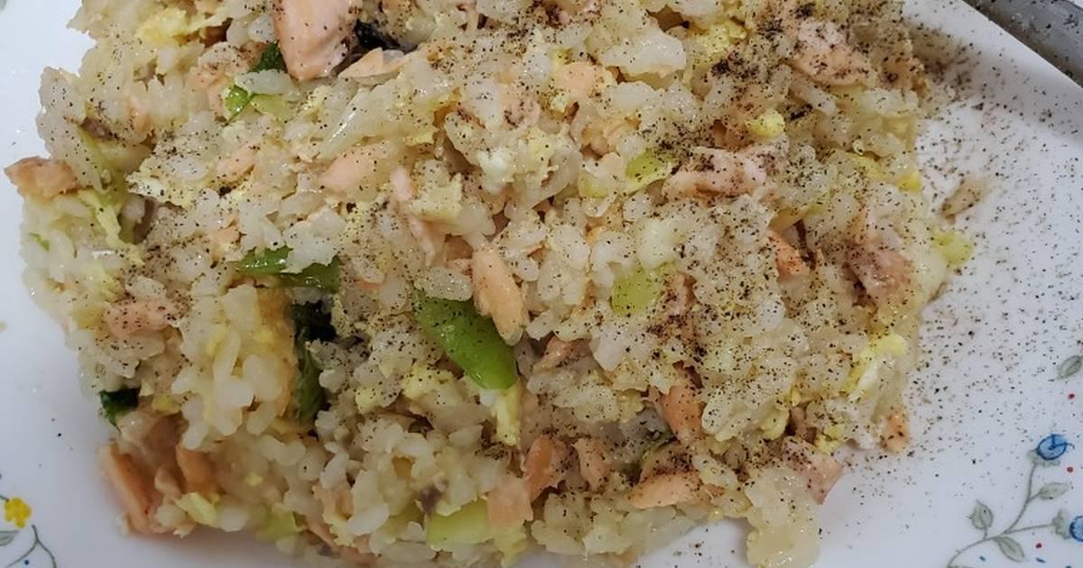 Ai jia (愛 口甲)喜歡料理 發表的 鮭魚炒飯2 食譜 - Cookpad