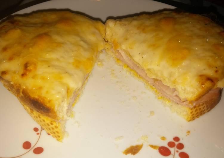 Croque Monsieur (Hot ham sandwich)
