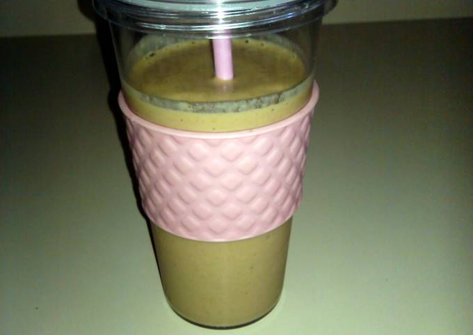 Fruit Smoothie with Yogurt & Spinach