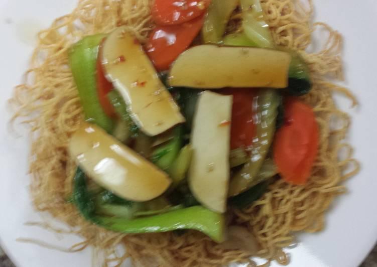 Crispy noodles and vegetables  (vegetarian bird's nest)