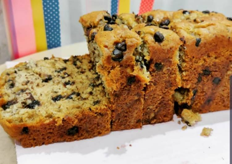 Banana Choco Chips Walnut Cake