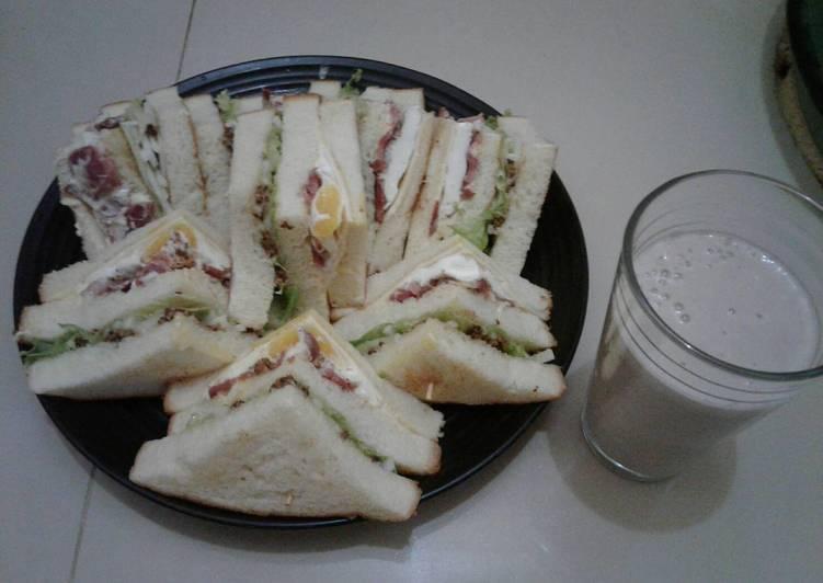 Ham sandwiches and banana juice