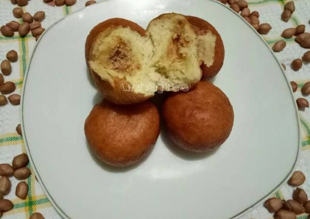 Roti goreng isi kacang tanah