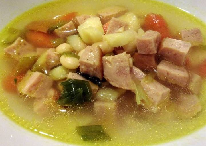 Easy Ham and White Bean Soup