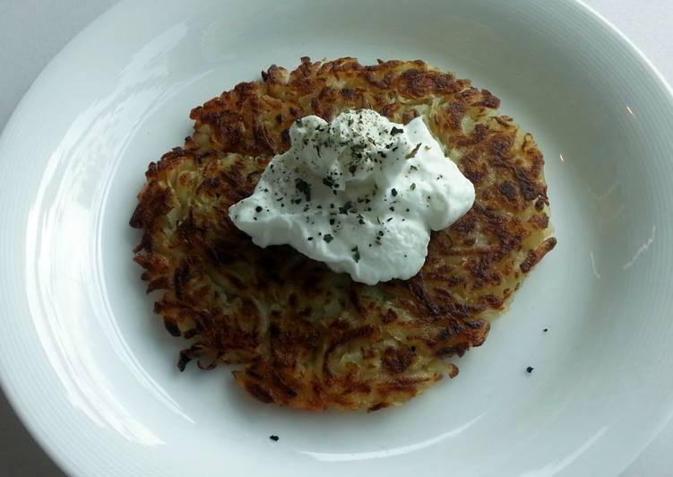Crispy potato with Greek yogurt
