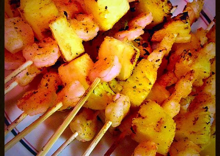 Lemony Garlic Shrimp & Pineapple Kabobs