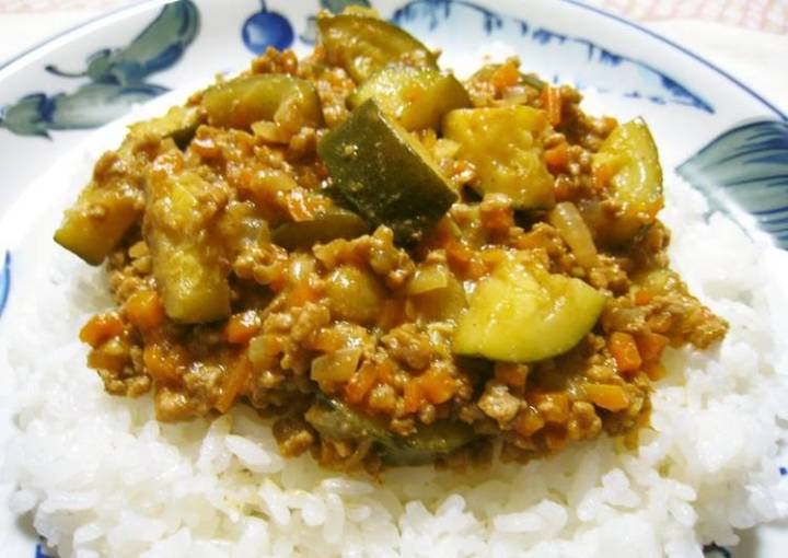 Easy, Delicious & Spicy Mince and Vegetable Curry in a Frying Pan
