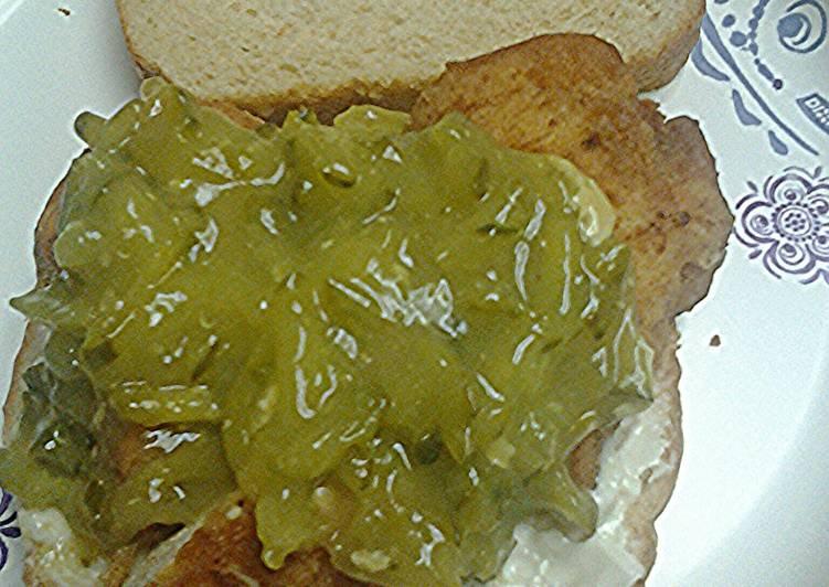 Dill pickle chicken sandwiches