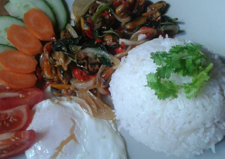 Thai khrapow muscle shells with oyster sauce chilies
