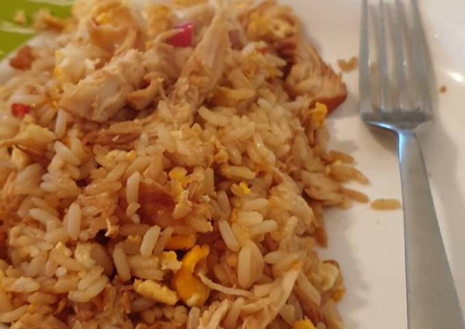 Egg fried rice... and some chicken