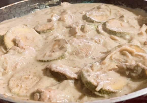 Fajitas de pollo a la crema en salsa verde
