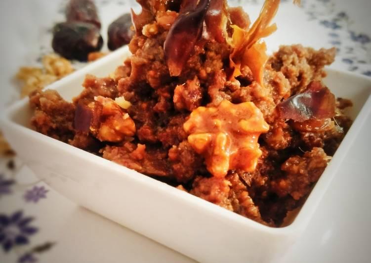 Walnut date halwa with crunchy walnut