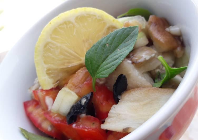 Salade des aubergines et concombre
